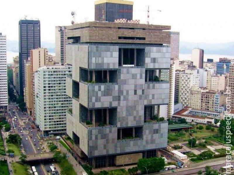 PEC submete funcionários de estatais a teto salarial do funcionalismo
