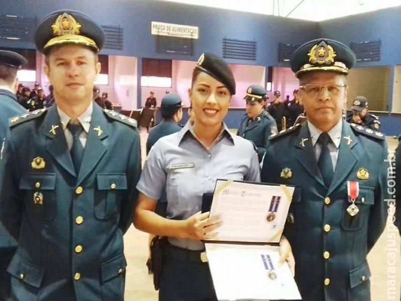 Policial militar feminina de Maracaju recebeu medalha de honra em solenidade na capital
