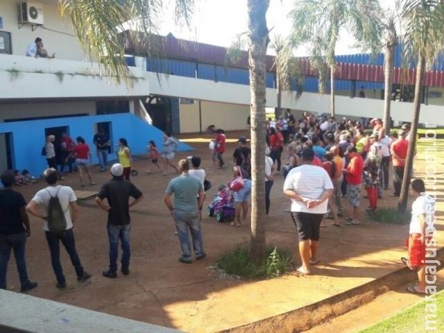 Moradores sem-teto protestam na prefeitura para cobrar loteamento