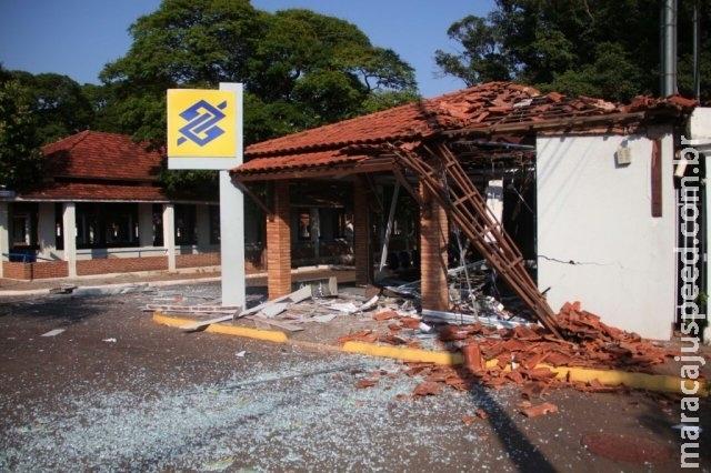 """Roubo a banco teve troca de carros, armadilhas e explosão """"controlada"""""""
