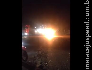 VÍDEO: acidente na BR-163 causa explosão em moto de funcionário da CCR MSVia