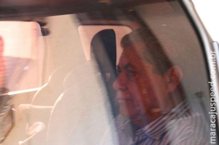 VÍDEO: após 20h no presídio, Puccinelli e filho saem pela garagem e vão para casa