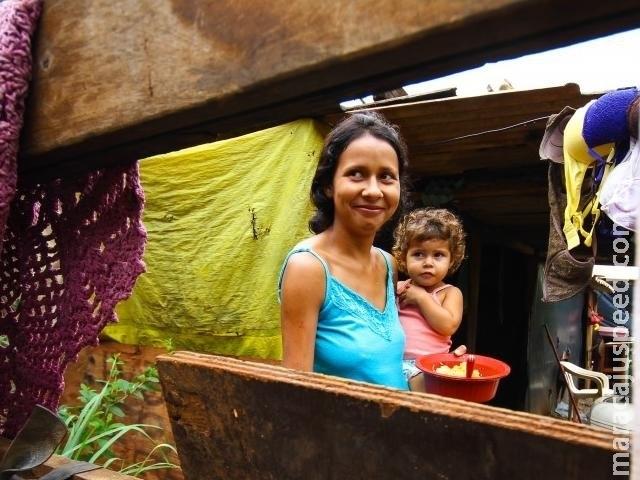 Na favela, torcida das mães é por vaga em creche para conseguir trabalho