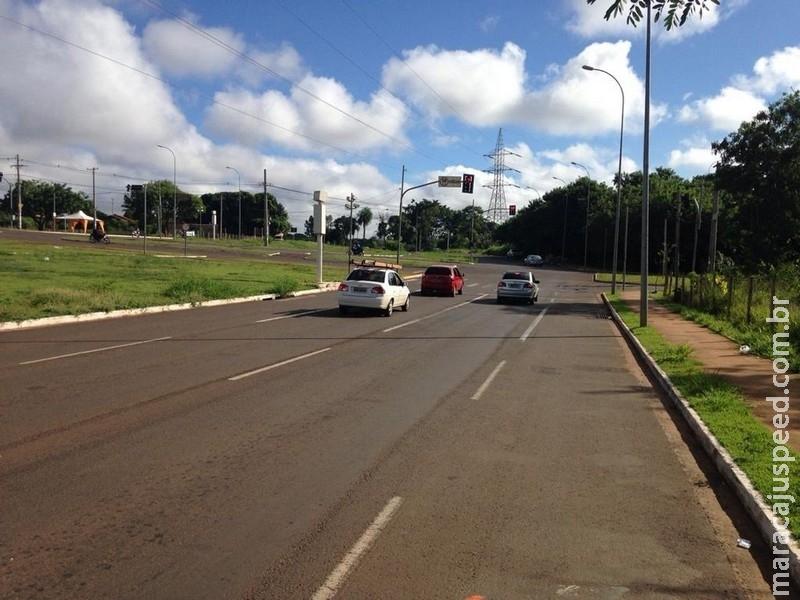 Motorista é assaltada ao parar carro em avenida, reage e acaba agredida, em Campo Grande