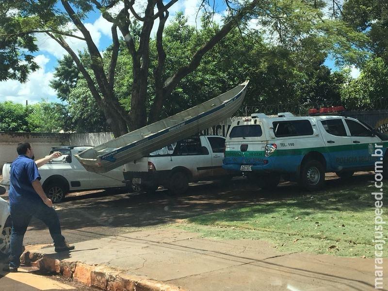 PMA prende e autua em R$ 2 mil dois pescadores maracajuenses praticando pesca em arrastão com rede