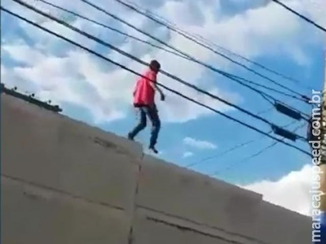 """Confusão em penitenciária tem preso no telhado e """"tiros de advertência"""""""