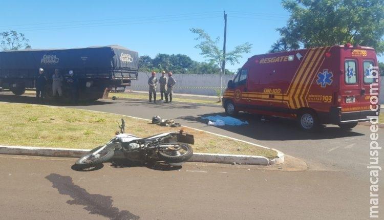 Criança de 10 anos morre após caminhão bater em motocicleta na Capital