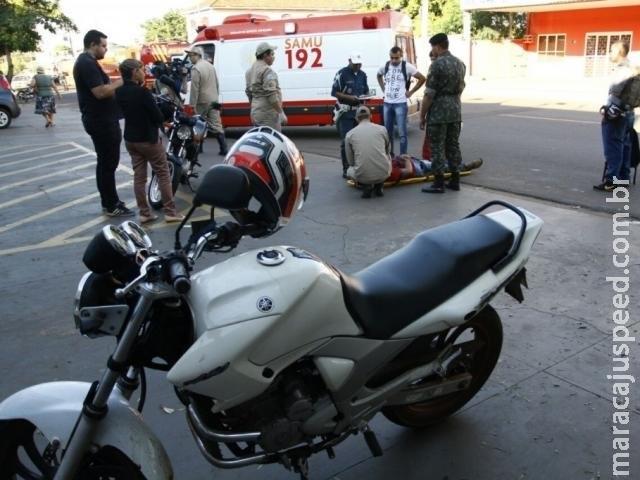 Pedestre fica ferido após ser atropelado por motociclista na Júlio de Castilho