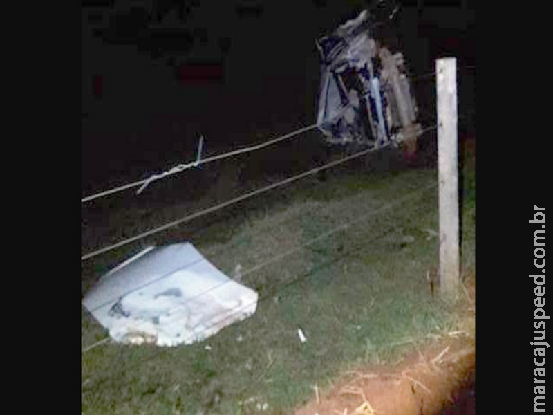 Carro com placas de Maracaju, com cinco pessoas capota na MS-475. Uma pessoa morreu