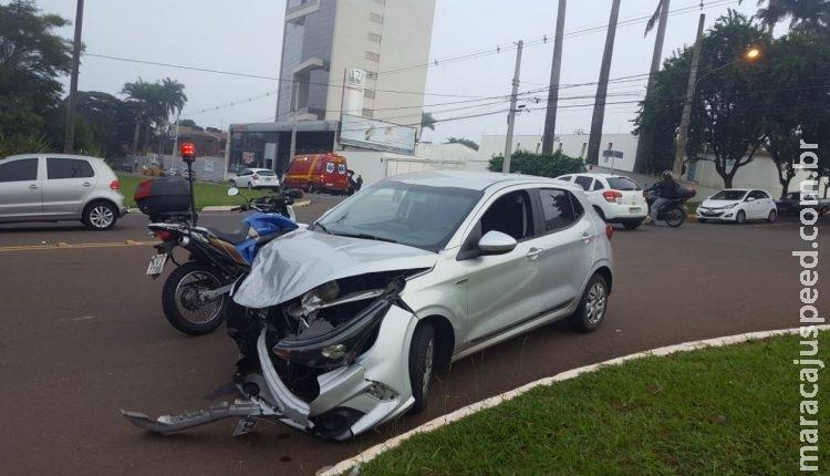 Motorista não respeita sinalização e provoca acidente na Afonso Pena