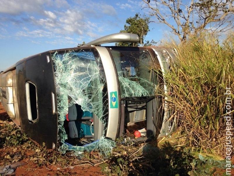 Ônibus com estudantes da UFGD tomba e cinco ficam feridos
