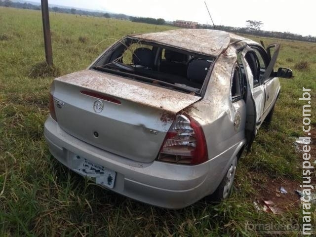 Veículo é abandonado com avarias em rotatória depois de sofrer acidente
