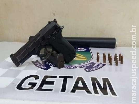 Jovem é ouvido e liberado e apenas um é autuado em flagrante por posse de arma