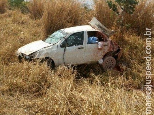 Mulher perde o controle da direção e capota veículo em curva da BR-060