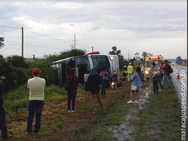 Ônibus tomba na BR-163 entre Caarapó e Dourados; Samu e CCRVia estão no local
