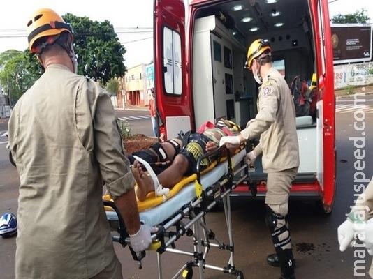 Motociclista fica ferido em colisão contra carro