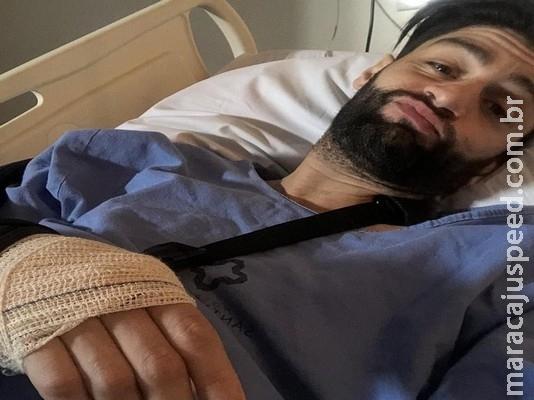 Munhoz, da dupla com Mariano, recebe alta em MS após cirurgia para tratar bactéria no cotovelo