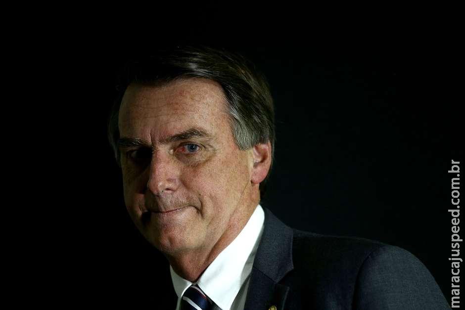 Bolsonaro bloqueia jornalista no Twitter e filho o defende