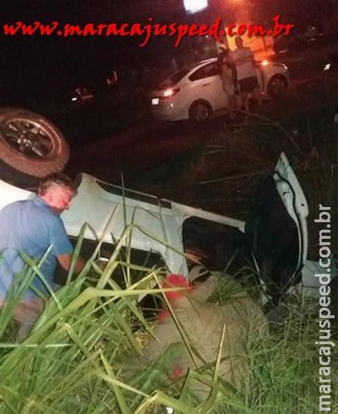 Maracaju: Camionete S10 capota e condutor fica preso dentro do veículo no Bairro Alto Maracaju