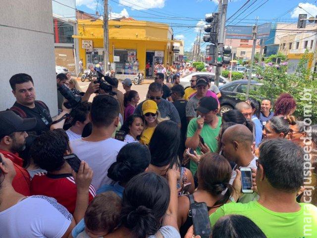Marília Mendonça surpreende fãs divulgando show surpresa no Centro da cidade