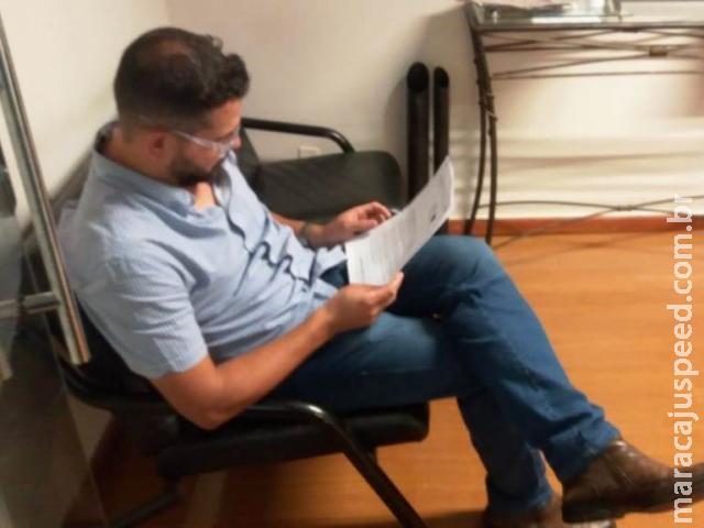 Vereador preso pede afastamento e suplente faz plantão para tomar posse