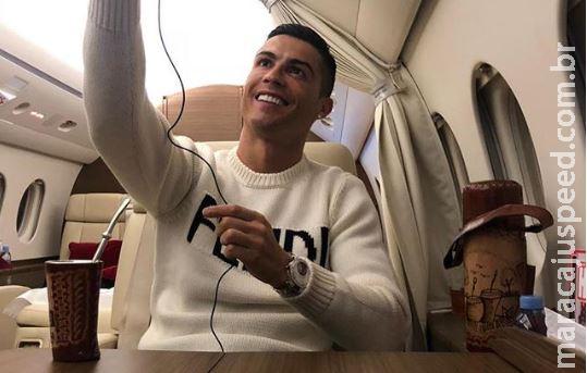 Cristiano Ronaldo posta foto com suposto tereré e causa polêmica na internet