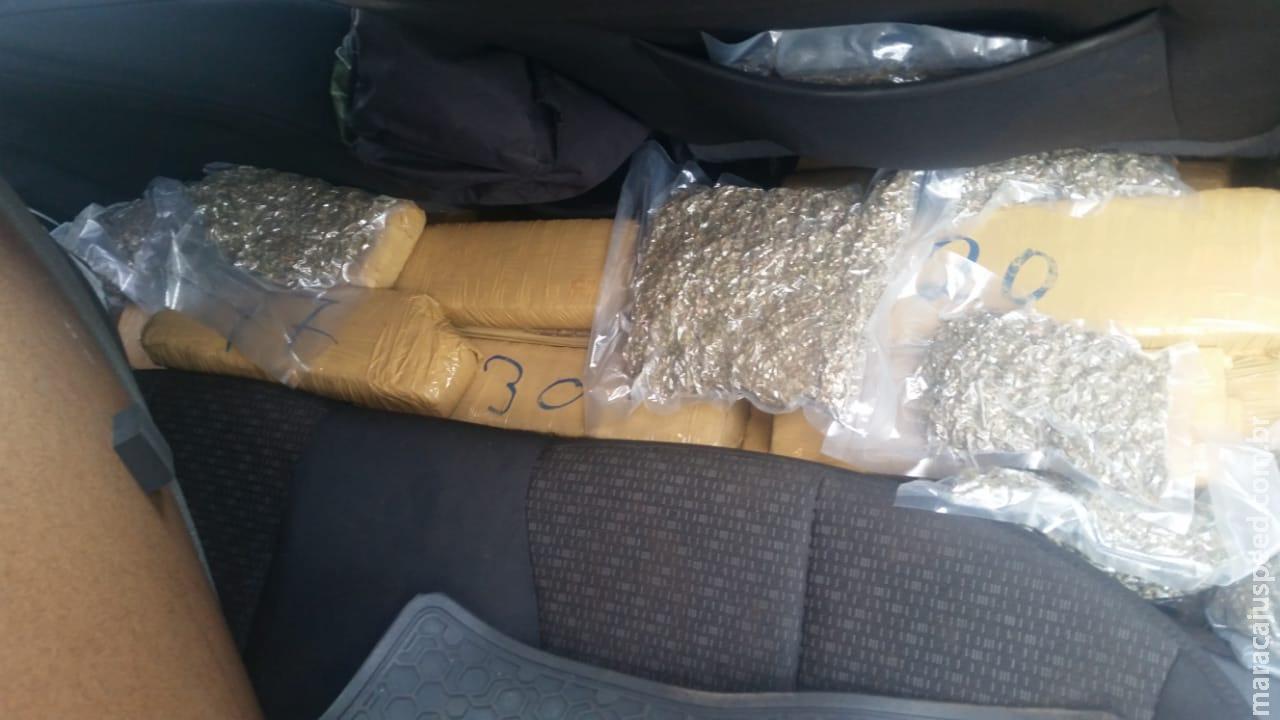 DOF apreende veículo com drogas e três são presos