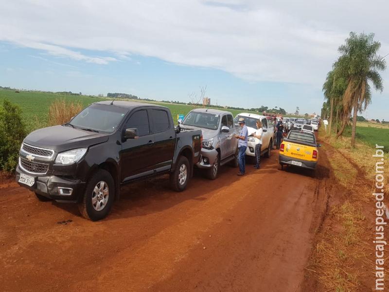 Maracaju: Engavetamento de caminhonetes na antiga estrada da usina velha