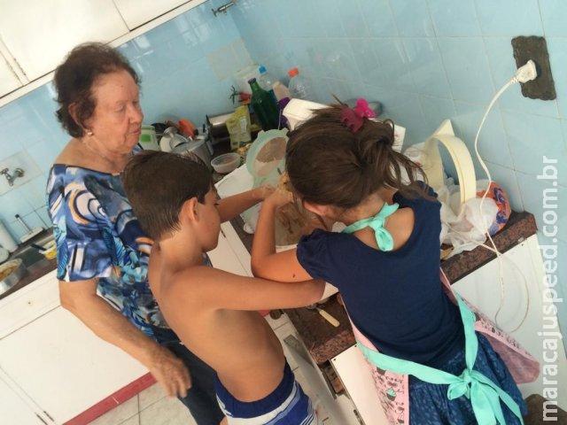 Aos 83 anos, Cerise une a família e mantém tradição de fazer docinhos de festa
