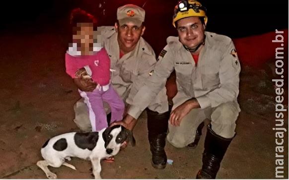 Com ajuda de pegadas e latidos de cão, bombeiros localizam garota de 3 anos que ficou 8h perdida em mata de Posse