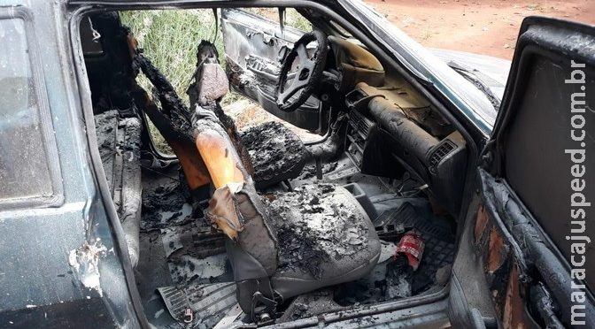 Homem invade casa e ateia fogo em carro na garagem