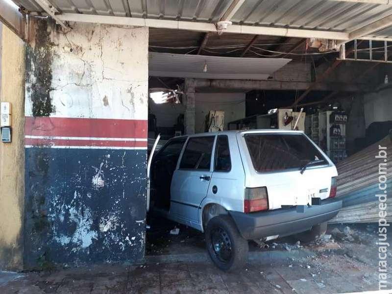 Após brigar com a mulher, motorista bêbado invade e destrói oficina na Monte Alegre