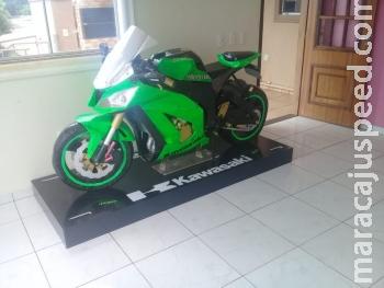 Douradense constrói réplica da moto Ninja em papelão e recebe convite da Kawasaki