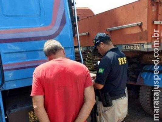 Caminhoneiro é preso com R$ 60 mil em tabletes de cocaína