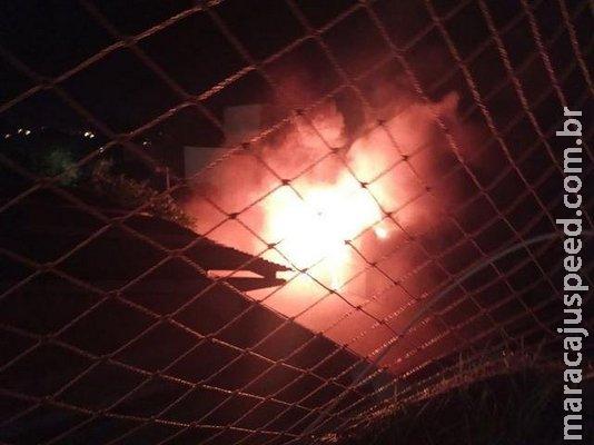 Incêndio assusta hóspedes e destrói depósito de hotel no bairro Amambaí