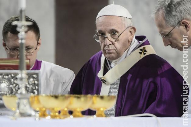Papa diz que pessoas que rejeitam homossexuais