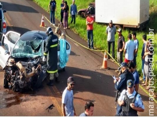 Grávida morre em acidente entre carro e caminhonete em rodovia
