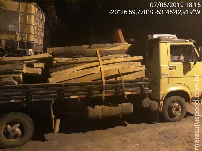 Polícia Militar Ambiental de Campo Grande autua infrator com carga de madeira ilegal apreendida pela Polícia Civil