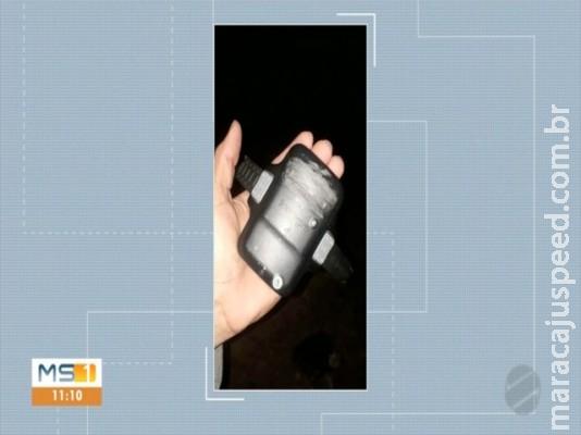 Tornozeleira eletrônica é encontrada jogada em rua de Corumbá