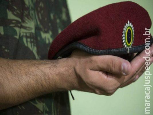 Vítima de trote brutal em batalhão paraquedista perdeu testículo, diz sentença