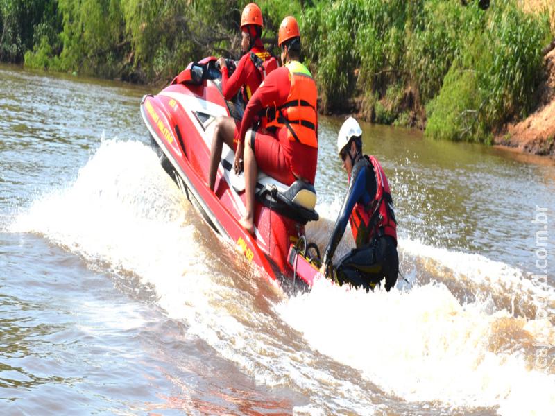 Bombeiros retomam buscas por jovem que desapareceu no rio Aquidauana no domingo