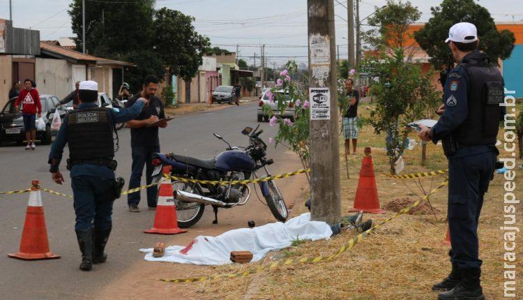 Borracheiro morre ao bater moto contra poste
