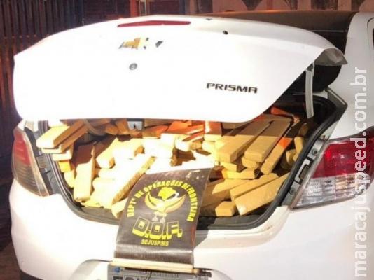 Carro roubado é apreendido com quase meia tonelada de maconha