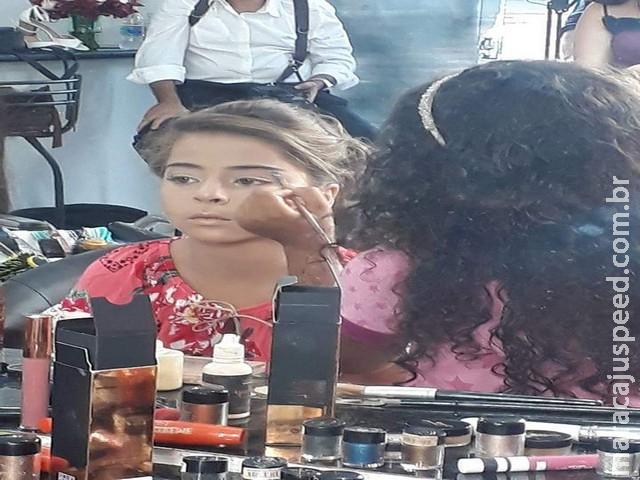 Maquiadora mirim que começou com bonecas faz sucesso maquiando daminhas de honra em MS