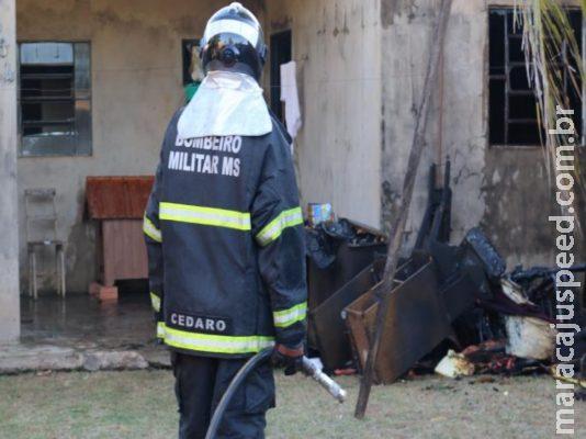 Mulher coloca fogo na própria casa e é socorrida com queimaduras no rosto
