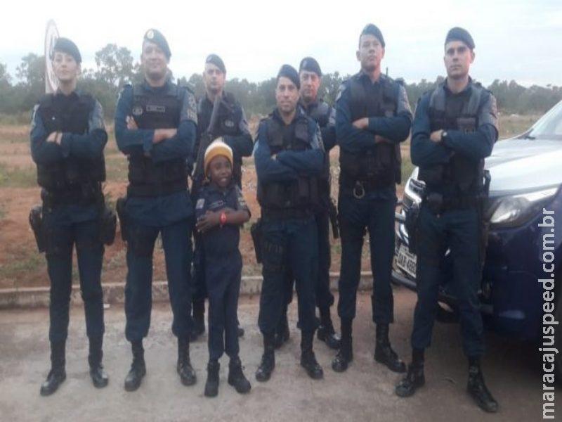 PM faz surpresa em festa de aniversário de pequeno guerreiro que sonha ser policial