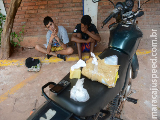 Adolescentes são detidos após jogarem cocaína na Máxima