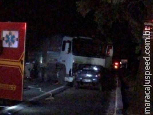 Colisão entre carro e carreta mata homem de 63 anos na BR-262
