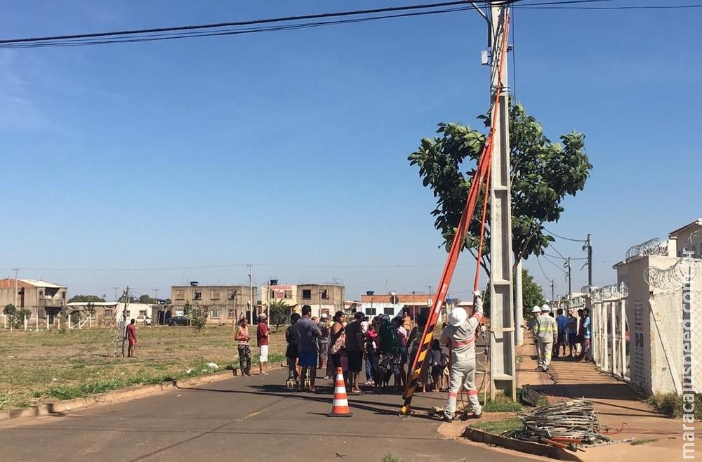 Concessionária de energia corta ligações irregulares em área da Homex invadida por 1.200 famílias