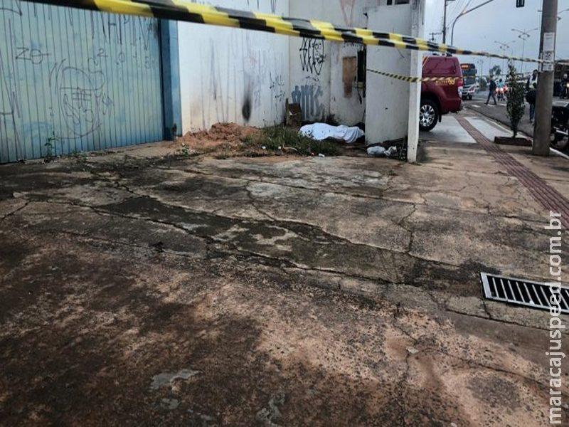 Homem é encontrado morto na Capital e suspeita é de descarga elétrica